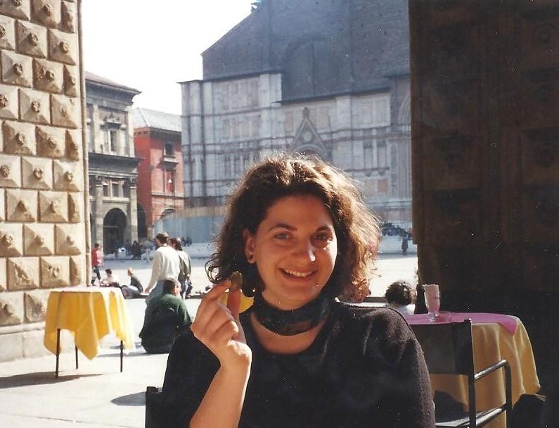 Kat Guidi (Meyer) Pza Maggiore March 1997 001
