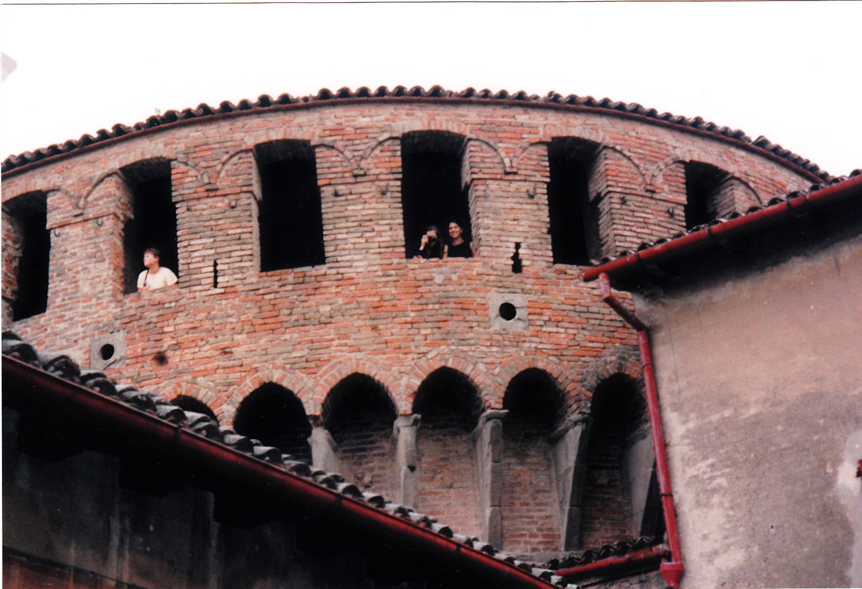 Photos 1 and 2 Bologna 98-992